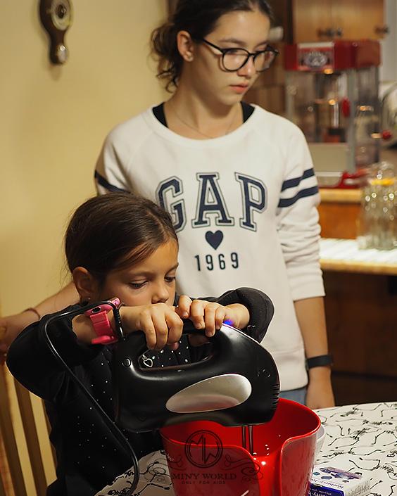 Jello_cookies_with_kids_27